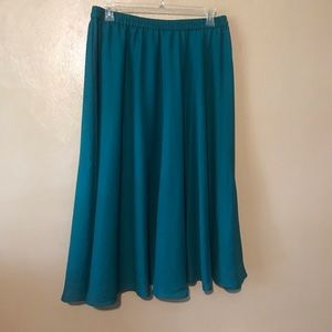 Roaman's lovely green skirt size 18W, polyester